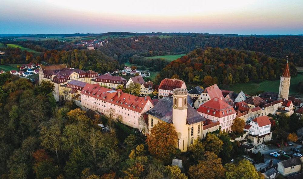 Luftbild des Schlosses Kirchberg