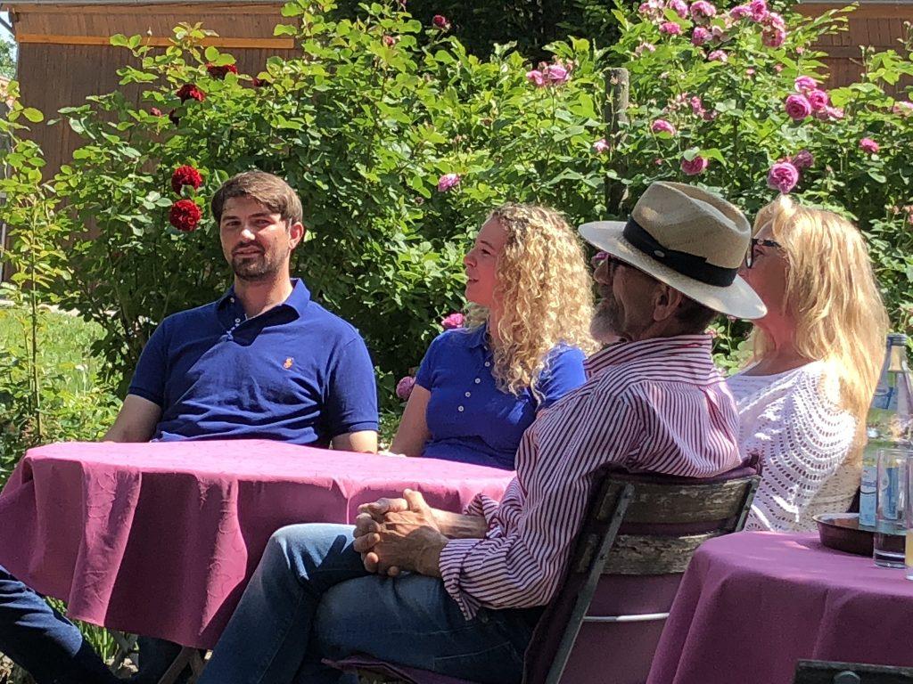 Familienbetrieb: Die Eltern Helga und Walter Schöll mit Johannes, zukünftige Frau Sabine Abele und dem gemeinsamen Sohn Leo.