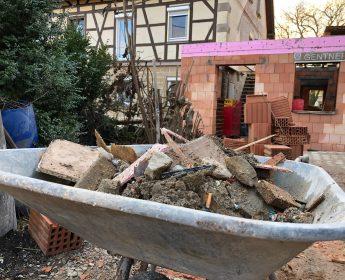 Baustelle auf dem Hof der Ehrmanns in Herbertshausen.