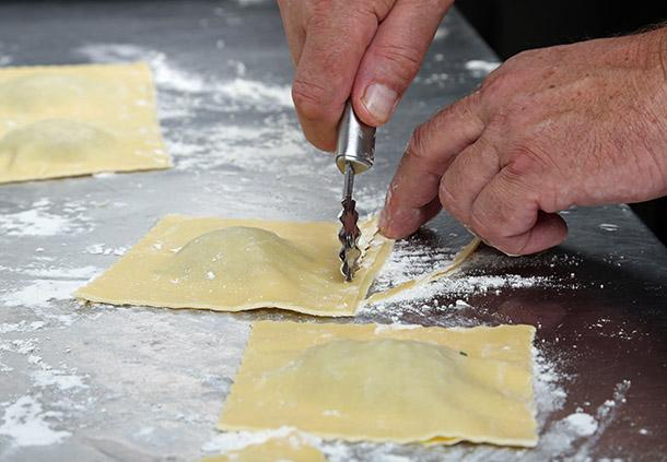 Maultaschen selbstgemacht, mit feiner Füllung aus Schwäbisch-Hällischem Qualitätsschweinefleisch. © Klaus Eppele – stock.adobe.com