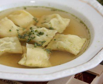 Frisch aus dem Sud auf den Tisch: Schwäbische Maultaschen. © Mumpitz – stock.adobe.com