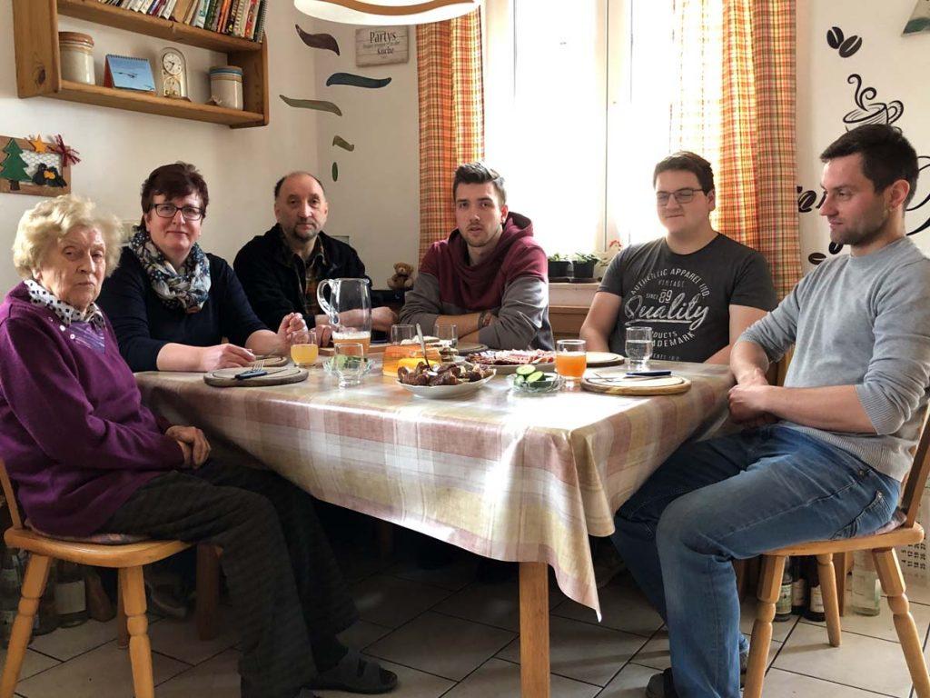 Die Familie May beim Vesper