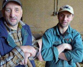 Vater und Sohn: Werner und Andreas May bewirtschaften den Hof mit Schwäbisch-Hällischen Schweinen gemeinsam.