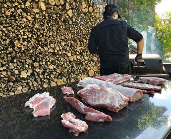 Harro Bollinger bei den Dreharbeiten für Grill-Clips rund um Schwäbisch-Hällisches Qualitätsschweinefleisch g.g.A.